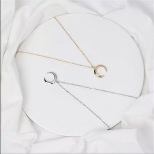 Jewelry - 5/$25 🌻 Crescent Moon Necklace